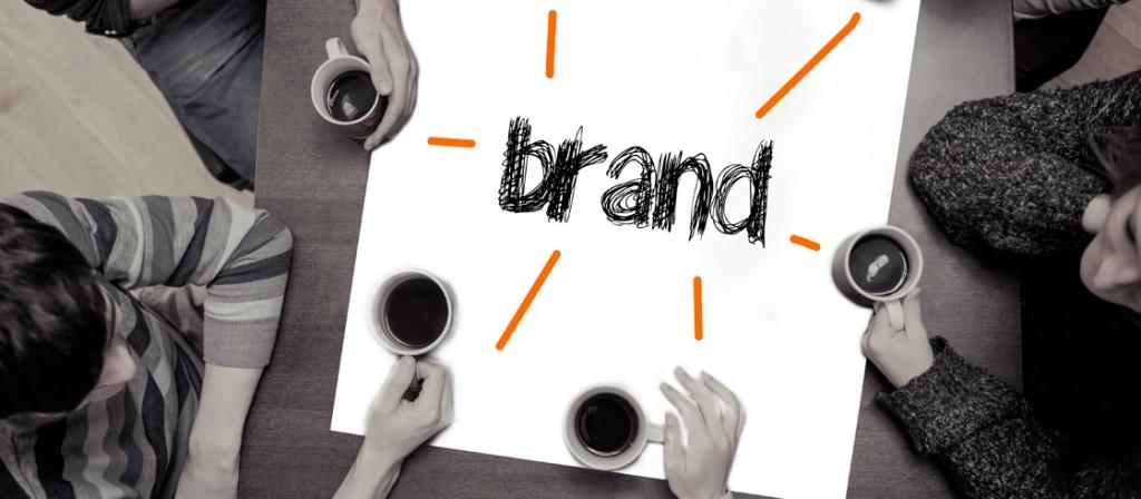 Koffiedrinken rond het woord Brand
