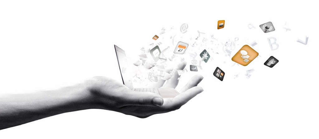 Hand met social media iconen